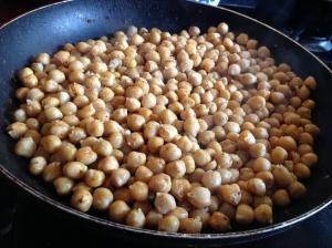 Kichererbsen in Olivenöl gebraten